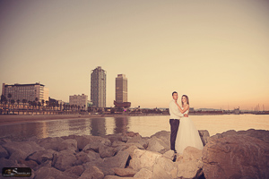 Barcelona beach pre wedding photo shoot