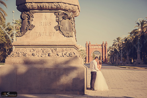 Arc de Triomf post wedding photography