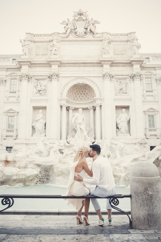 Photoshoot Fontana di Trevi in Rome